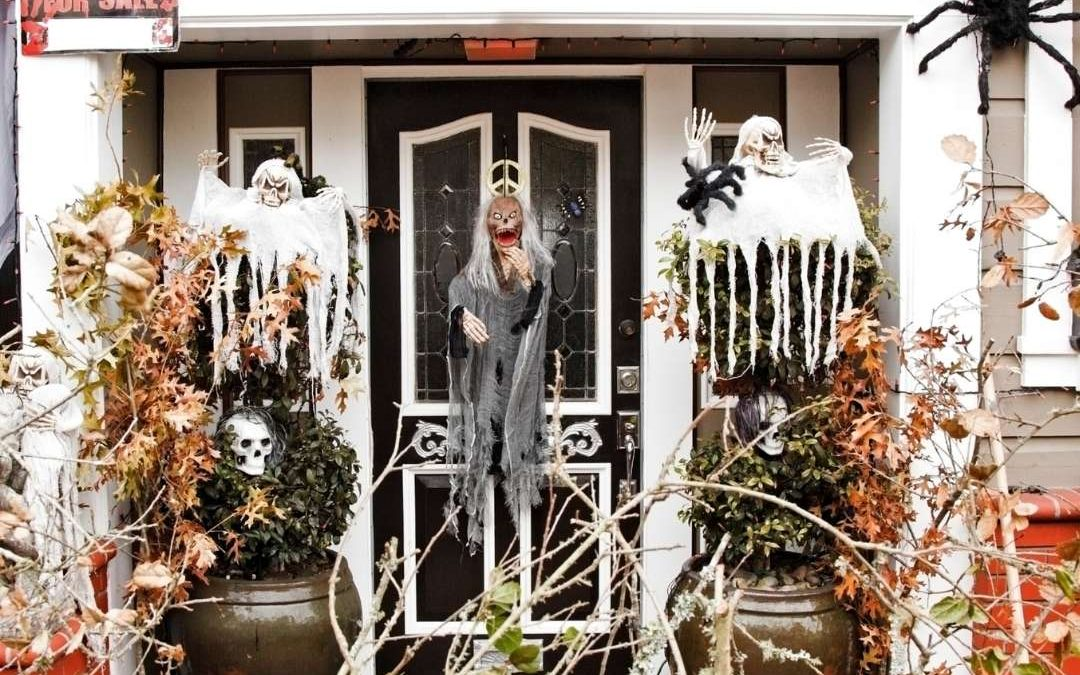Pizza Dinner and Check out Halloween Decor